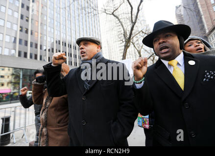 New York, USA. 15th Jan, 2019. People attend a rally to protest against government shutdown outside a federal government building in New York, the United States, Jan. 15, 2019. Dozens of federal employees and their representatives as well as activists gathered here on Tuesday to protest against the ongoing partial government shutdown, which is now the longest government closure in U.S. history. Credit: Wang Ying/Xinhua/Alamy Live News - Stock Photo
