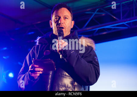 London, UK. 15th January, 2019. Jason Isaacs, actor and producer, addresses pro-EU activists attending a People's Vote rally in Parliament Square as MPs vote in the House of Commons on Prime Minister Theresa May's proposed final Brexit withdrawal agreement. Credit: Mark Kerrison/Alamy Live News - Stock Photo