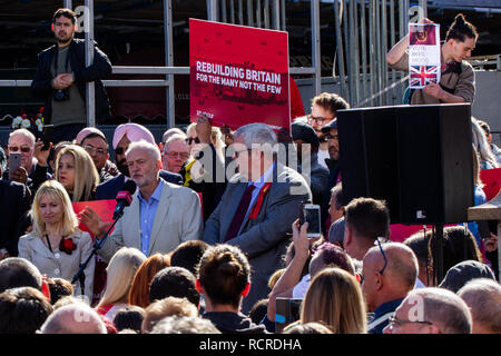 Jeremy Corbyn and Ian Cooper (MP Candidate for Halesowen and Rowley Regis) at Labour rally in Halesowen. Vote Rees-Mogg sign in the background. - Stock Photo