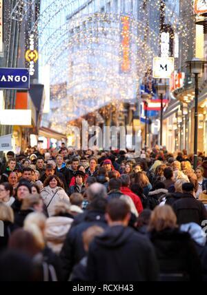 Limbecker Strasse, street, pedestrian shopping street at Christmas time, city centre of Essen, North Rhine-Westphalia - Stock Photo