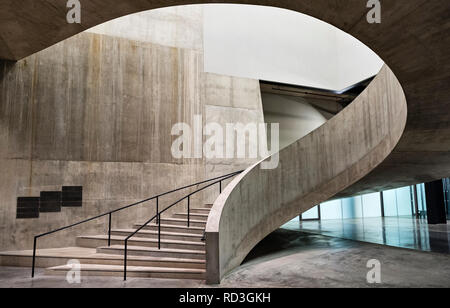 Tate Modern, Bankside, London, UK. A curving flight of steps in the Switch House, the 2016 gallery extension by architects Herzog & de Meuron - Stock Photo