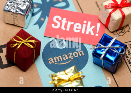 Strike sign and presents on Amazon package, Streik-Schild und Geschenke auf Amazon-Paket - Stock Photo