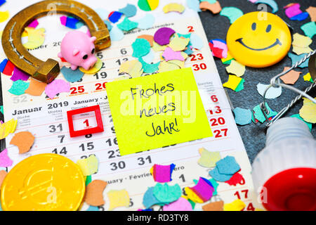 Calendar for 2019 and slip of paper with the label Happy New Year!, Kalender für das Jahr 2019 und Zettel mit der Aufschrift Frohes neues Jahr! - Stock Photo