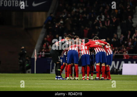 Wanda Metropolitano, Madrid, Spain. 16th Jan, 2019. Copa del Rey Football, Round of 16, Atletico Madrid versus Girona; Athletico in pre match huddle Credit: Action Plus Sports/Alamy Live News - Stock Photo