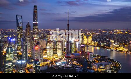 Beijing, China. 1st Nov, 2018. Photo taken on Nov. 1, 2018 shows the night view of Shanghai, east China. Credit: Cai Yang/Xinhua/Alamy Live News - Stock Photo