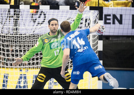 Berlin, Deutschland. 15th Jan, 2019. Goalkeeper Silvio HEINEVETTER (GER) in the seven-meter duel versus Kentin MAHE (FRA), action, preliminary round group A, Germany (GER) - France (FRA) 25:25, on 15.01.2019 in Berlin/Germany. Handball World Cup 2019, from 10.01. - 27.01.2019 in Germany and Denmark. | Usage worldwide Credit: dpa/Alamy Live News - Stock Photo