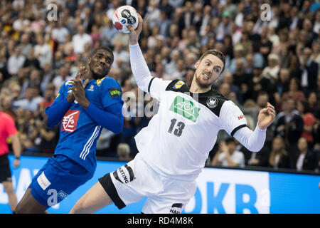 Berlin, Deutschland. 15th Jan, 2019. Hendrik PEKELER (GER) throws on goal, throw, goal throw, action, preliminary round group A, Germany (GER) - France (FRA) 25:25, on 15.01.2019 in Berlin/Germany. Handball World Cup 2019, from 10.01. - 27.01.2019 in Germany and Denmark. | Usage worldwide Credit: dpa/Alamy Live News - Stock Photo