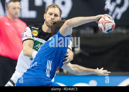 Berlin, Deutschland. 15th Jan, 2019. Steffen WEINHOLD (hi., GER) stops Romain LAGARDE (FRA), Aktion, duels, Defense, Preliminary Group A, Germany (GER) - France (FRA) 25:25, 15/01/2019 in Berlin/Germany. Handball World Cup 2019, from 10.01. - 27.01.2019 in Germany and Denmark. | Usage worldwide Credit: dpa/Alamy Live News - Stock Photo