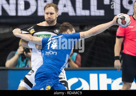 Berlin, Deutschland. 15th Jan, 2019. Steffen WEINHOLD (hi., GER) vs. Kentin MAHE (FRA), Action, duels, Defense, Preliminary Group A, Germany (GER) - France (FRA) 25:25, 15/01/2019 in Berlin/Germany. Handball World Cup 2019, from 10.01. - 27.01.2019 in Germany and Denmark. | Usage worldwide Credit: dpa/Alamy Live News - Stock Photo