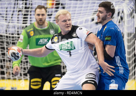 Berlin, Deutschland. 15th Jan, 2019. Patrick WIENCECK (left, GER) versus Luka KARABATIC (FRA), action, duels, preliminary round Group A, Germany (GER) - France (FRA) 25:25, 15.01.2019 in Berlin/Germany. Handball World Cup 2019, from 10.01. - 27.01.2019 in Germany and Denmark. | Usage worldwide Credit: dpa/Alamy Live News - Stock Photo