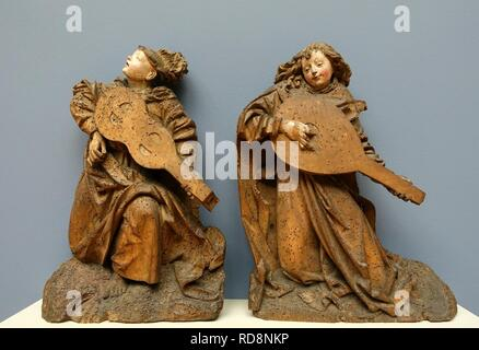 Angels playing viola and lute, view 1, probably Upper Rhine, c. 1490, linden wood - - Stock Photo