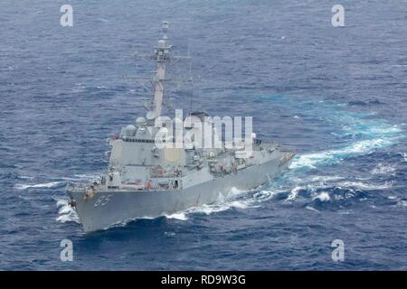 190114-N-WK982-2014 SOUTH CHINA SEA (Jan. 14, 2019) The Arleigh Burke-class guided-missile destroyer USS McCampbell (DDG 85) maneuvers during a cooperative-deployment exercise with the Royal Navy Type 23 'Duke' Class guided-missile frigate HMS Argyll (F231). McCampbell is forward-deployed to the U.S. 7th Fleet area of operations in support of security and stability in the Indo-Pacific region. (U.S. Navy photo by Mass Communication Specialist 2nd Class John Harris/Released) - Stock Photo
