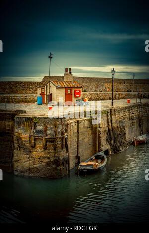 Europa, Großbritannien, Schottland, Küste, Küstenwanderweg, Fife Coastal Path, Dysart, Hafen, Pier - Stock Photo