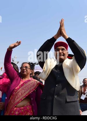 Allahabad, Uttar Pradesh, India. 17th Jan, 2019. India's President RAM NATH KOVIND and his wife wave as they arrived at Sangam for Ganga Pujan in Allahabad during Kumbh Mela. Credit: Prabhat Kumar Verma/ZUMA Wire/Alamy Live News