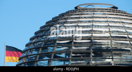 Berlin, Germany. 18th Jan, 2019. Snow lies on the dome of the Reichstag building, seat of the German Bundestag. Credit: Ralf Hirschberger/dpa/Alamy Live News - Stock Photo