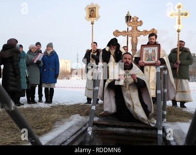 Yekaterinburg, Russia. 18th Jan, 2019. YEKATERINBURG, RUSSIA - JANUARY 18, 2019: A Russian Orthodox priest blesses waters ahead of the celebrations of Epiphany on the Verkh-Isetsky pond. In Eastern Christianity, the feast of Epiphany commemorates the Baptism of Jesus; the Russian Orthodox Church celebrates the holiday according to the Julian calendar. Donat Sorokin/TASS Credit: ITAR-TASS News Agency/Alamy Live News - Stock Photo