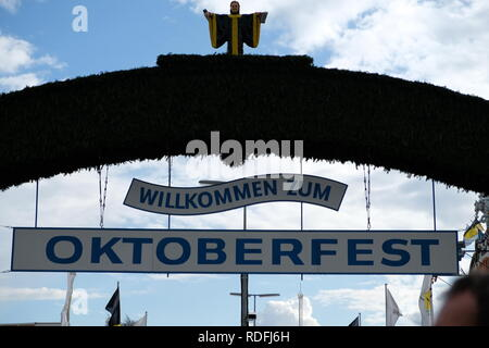Welcome sing at entrance of Munich's Oktoberfest - Stock Photo