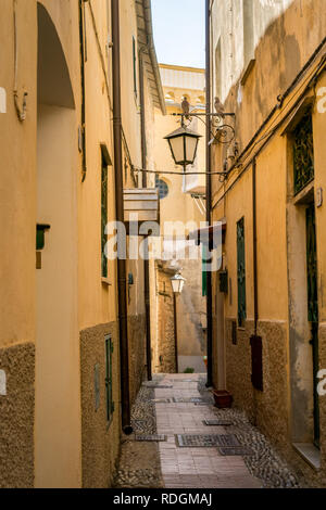 Idyllische Strasse mit Laternen in Cervo, Riviera di Ponente, Liguria, Italy - Stock Photo