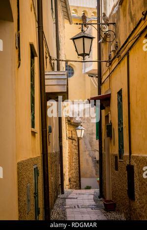 Idyllische Gasse mit Laternen in Cervo, Riviera di Ponente, Liguria, Italy - Stock Photo