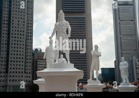 06.01.2019, Singapore, Republic of Singapore, Asia - The statue of Sir Stamford Raffles is seen at the landing site along the Singapore River. - Stock Photo