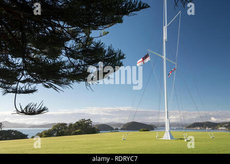The flagstaff marks the spot where the Treaty of Waitangi was first signed on 6 February 1840. It was erected by the Royal New Zealand Navy in 1934 an - Stock Photo