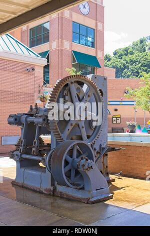 Pittsburgh Pennsylvania USA June 08, 2010 Refractory Brick Press C. 1941 Mechanical toggle press molded refractory brick with a pressure of 400 tons. - Stock Photo