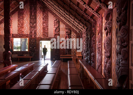 Te Whare Rūnanga (the House of Assembly). The Waitangi Treaty Grounds is the place where Maori chiefs first signed their accord with the British Crown - Stock Photo