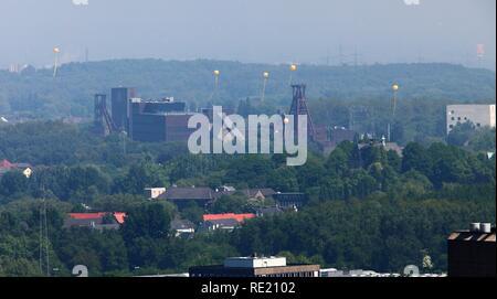 Project Schachtzeichen, mine shaft signs, art event, European Capital of Culture, Ruhr 2010, 311 yellow balloons mark former - Stock Photo