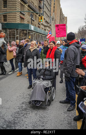 New York, USA. 19th Jan 2019. Yoko Ono participating in the 2019 Womens March in New York City. Credit: Ramon Arizmendi/Alamy Live News - Stock Photo
