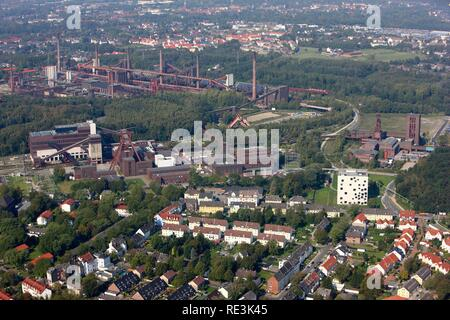 Zeche Zollverein mine, UNESCO World Heritage Site, in the back Kokerei Zollverein coking plant, Essen, North Rhine-Westphalia - Stock Photo