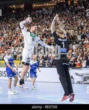 Cologne, Deutschland. 19th Jan, 2019. goal throw Hendrik PEKELER (GER) versus goalkeeper Bjoergvin GUSTAVSSON (Bjorgvin, ISL), goal, action, main round Group I, Germany (GER) - Iceland (ISL), on 01/19/2019 in Koeln/Germany. Handball World Cup 2019, from 10.01. - 27.01.2019 in Germany/Denmark. | usage worldwide Credit: dpa/Alamy Live News - Stock Photo