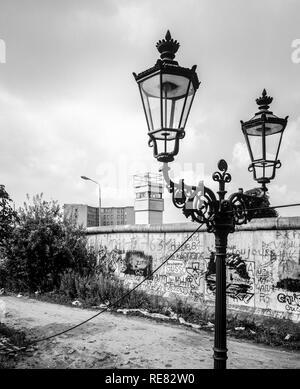 August 1986, Berlin Wall graffitis, street lamp, East Berlin watchtower, Zimmerstrasse street, Kreuzberg, West Berlin side, Germany, Europe, - Stock Photo