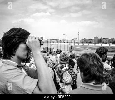 August 1986, Potsdamer Platz square observation platform, people looking over the Berlin wall to Leipziger Platz square, West Berlin, Germany, Europe, - Stock Photo