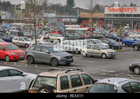 Kidderminster, UK, 21st January, 2019. it may be the third Monday in January, now known as Blue Monday, when spirits are low, credit card bills high, weather gloomy and all those new year resolutions failing fast, yet still the retail car parks are full of shoppers with seemingly endless amounts of money to spend. Credit: Lee Hudson/Alamy Live News - Stock Photo