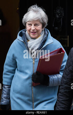 London, UK. 21st January, 2019. The Prime Minister Theresa May leaves 10 Downing Street to present an alternative strategy on Brexit in the House of Commons after the Government lost last Tuesday's vote on her Withdrawal Agreement by a record 230 votes. Credit: Mark Kerrison/Alamy Live News - Stock Photo