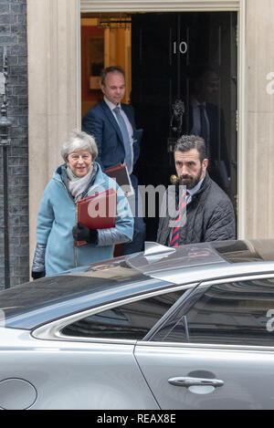 London, UK. 21st January 2019. Prime Minister Theresa May leaves 10 Downing Street bound for the House of Commons to present Brexit 'Plan B' to parliament Credit: Peter Manning/Alamy Live News - Stock Photo
