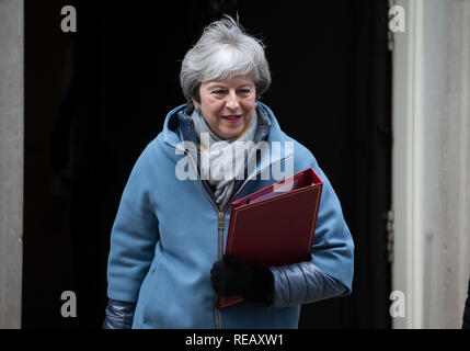 London, UK. 21st January 2019. British Prime Minister, Theresa May, leaves Number 10 Downing Street to go to the House of Commons. She needs to finalise her Brexit plans with her Cabinet. Credit: Tommy London/Alamy Live News - Stock Photo