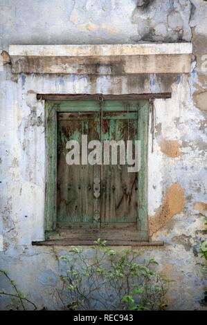 Damaged green wood shutters, Chandni Chowk Bazar, Old Delhi, India - Stock Photo