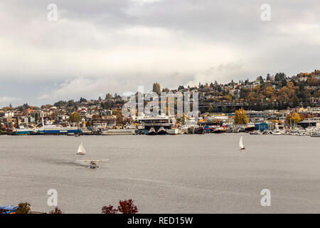 A Seaplane/Water Taxi landing on Lake Union, Seattle, Washington State, USA. - Stock Photo