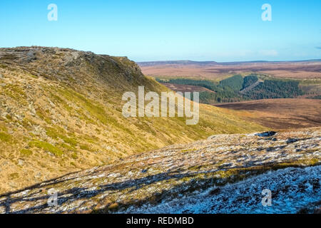 Looking towards Fairbrook Naze on The northern edge of Kinder Scout in the Peak District National Park,Derbyshire,UK - Stock Photo