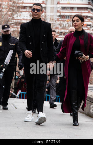 Madrid, Spain. 22nd Jan, 2019. Cristiano Rolando with the girlfriend seen entering to the court. The Provincial Court of Madrid judges Cristiano Ronaldo and Xabi Alonso for allegedly defrauding the Treasury in two trials in which the Prosecutor's Office requests two and five years in prison, respectively, and the payment of millions in fines. Credit: Jesus Hellin/ZUMA Wire/Alamy Live News - Stock Photo