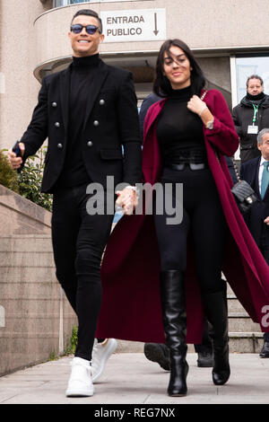 Madrid, Spain. 22nd Jan, 2019. Cristiano Rolando with the girlfriend seen exit to the court. The Provincial Court of Madrid judges Cristiano Ronaldo and Xabi Alonso for allegedly defrauding the Treasury in two trials in which the Prosecutor's Office requests two and five years in prison, respectively, and the payment of millions in fines. Credit: Jesús Hellin/Alamy Live News - Stock Photo
