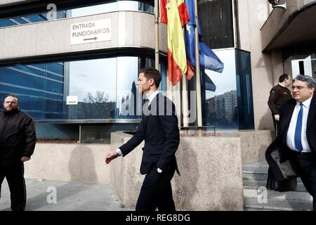 Madrid, Spain. 22nd Jan, 2019. Former Real Madrid midfielder Xabi Alonso leaves a court in Madrid, Spain, 22 January 2019. Alonso is accused of three tax offenses. Credit: Emilio Naranjo/EFE/Alamy Live News - Stock Photo