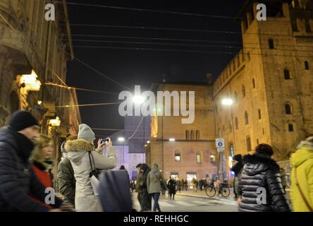 Bologna, Emilia Romagna, Italy. December 2018. Piazza Maggiore from the side of Palazzo Re Enzo. At night, in view of the New Year's party, it is crow - Stock Photo