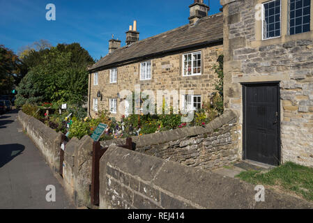 The plague cottages in the historic village of Eyam, Derbyshire, England. - Stock Photo