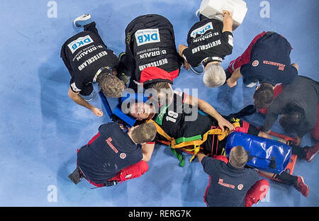 Martin STROBEL (GER) injured on the ground, injury, lying on a stretcher surrounded by carers and helpers, bird's eye view. Main round Group I, Croatia (CRO) - Germany (GER) 21-22, at 21.01.2019 in Koeln / Germany. Handball World Cup 2019, from 10.01. - 27.01.2019 in Germany / Denmark. | usage worldwide - Stock Photo