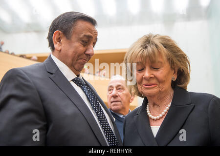 23 January 2019, Bavaria, München: Erich Schneeberger, Chairman of the Association of German Sinti and Roma, talks to Charlotte Knobloch, former President of the Central Council of Jews in Germany, before the memorial act of the Bavarian Parliament and the Bavarian Memorial Sites for the Victims of National Socialism begins. The occasion is the International Day of Remembrance for the Victims of National Socialism. The event was attended by, among others, Aigner (CSU), President of the Landtag, and the wife of a survivor of the former German Auschwitz concentration camp. Photo: Peter Kneffel/d - Stock Photo
