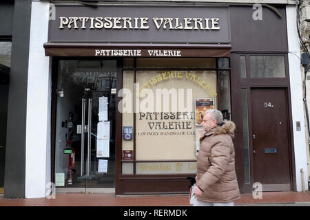 London, UK, 23rd January 2019. As Patisserie Valerie falls in to administration, the Holland Park store is closed down. Credit: Yanice Idir / Alamy Live News - Stock Photo