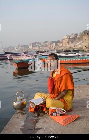 Indian Holy man, Sadhu, Varanasi, Benares, Uttar Pradesh, India, South Asia - Stock Photo