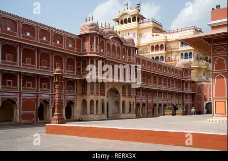 Jaipur, City Palace of Jai Singh II, Inner courtyard with the Riddhi-Siddhi Pol and the Chandra Mahal Palace at back, Rajasthan - Stock Photo